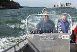 Skönt att leva elfritt - Med snabba motorbåten tar det inte mer än cirka åtta minuter ut till skärgårdsön Kråmö från Trosa havsbad.