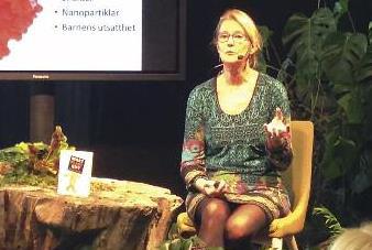 Ethel Forsberg föreläser.